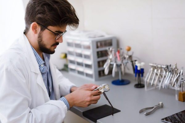 Technician in prescription Lenses supplier lab